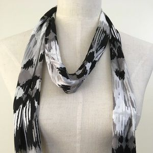 New Collection Eighteen Scarf